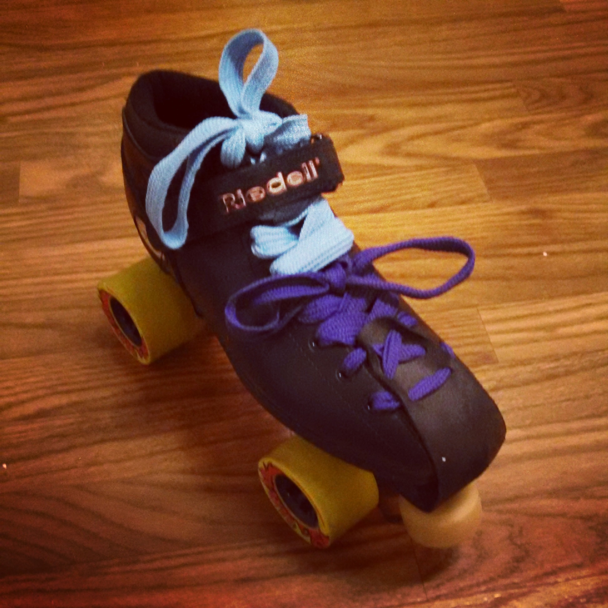 R3 Skates - laces with two laces